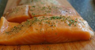 salmone grigliato salsa al prezzemolo